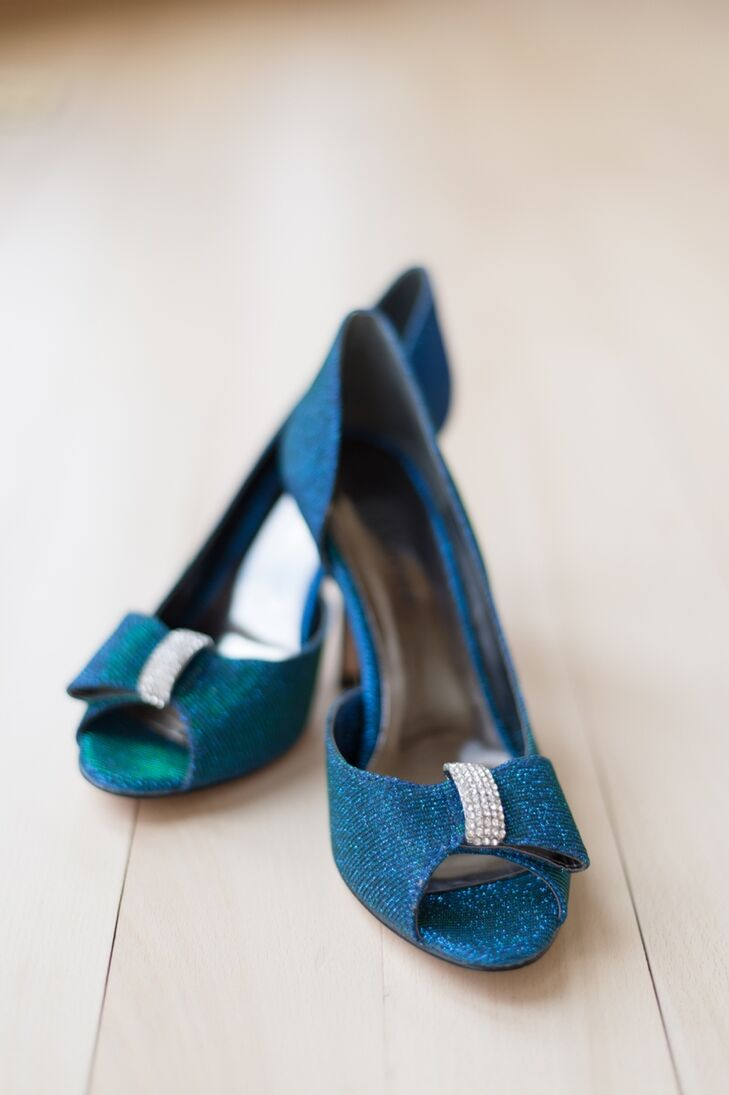 The bride wore royal blue peep-toe heels with a feminine bow detail.