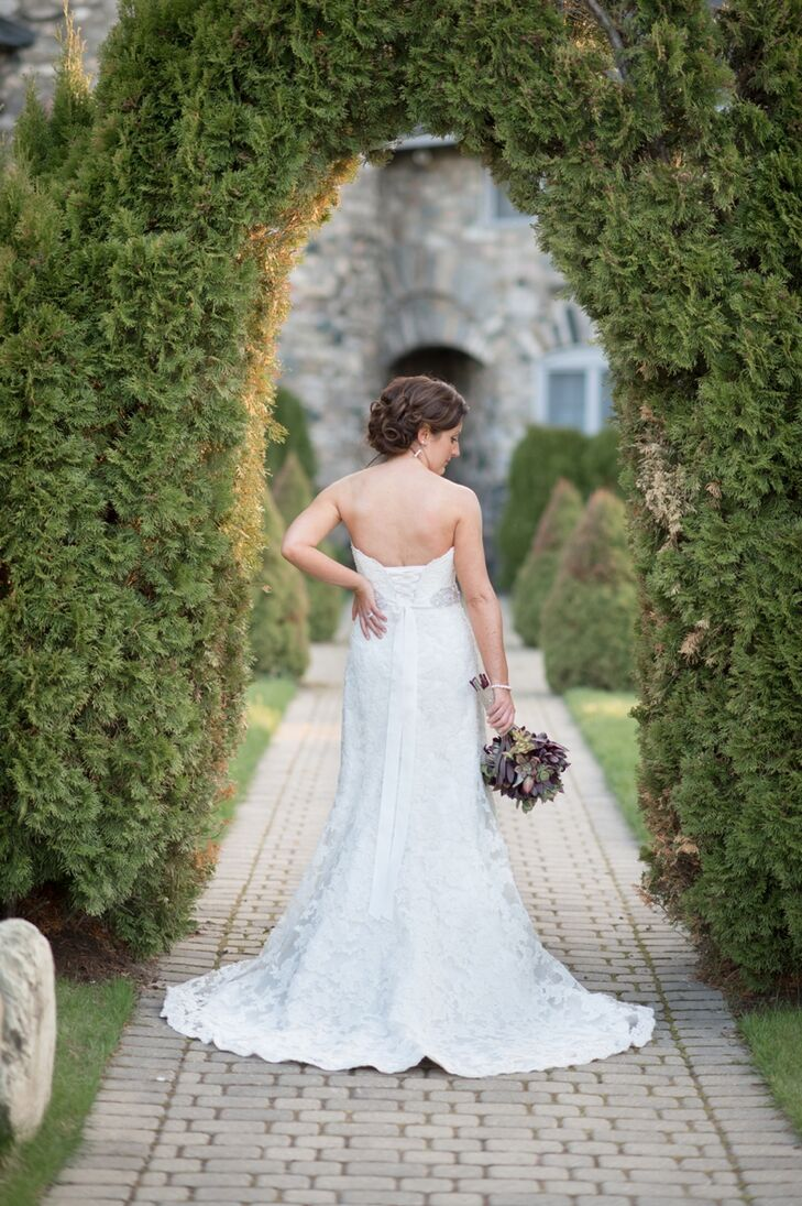 Cortney wore a strapless, lace dress by designer Maggie Sottero.
