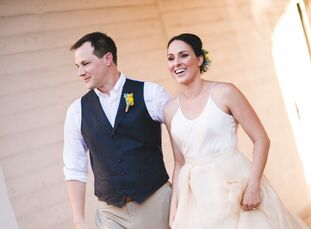 Stephanie Hicks (31 and in marketing and graphic design) and Mark Thompson (31 and an attorney) met as roommates in London while doing a work visa pro