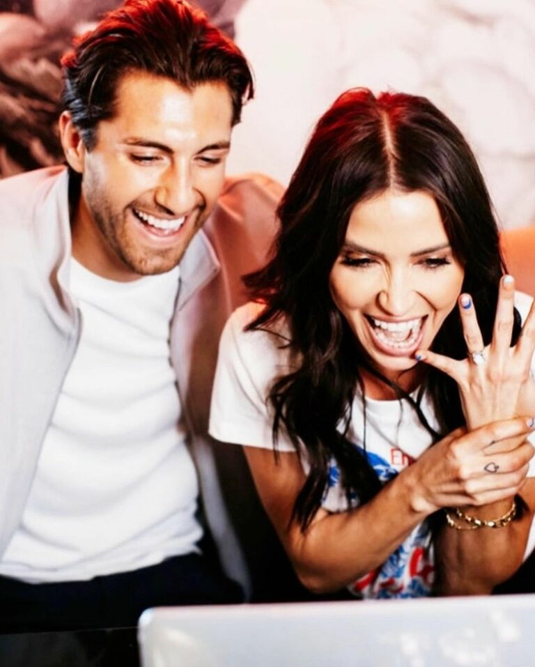 kaitlyn bristowe screams as she shows off her ring