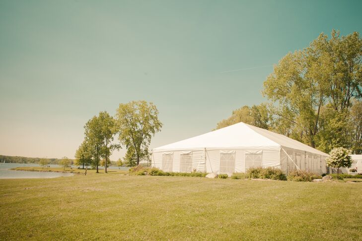 Guests enjoyed an open tent reception where they could walk back and forth to the nearby lake.