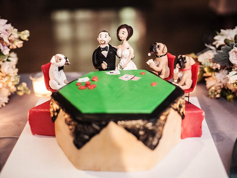 Groom's cake of bride and groom in Dogs Playing Poker scene
