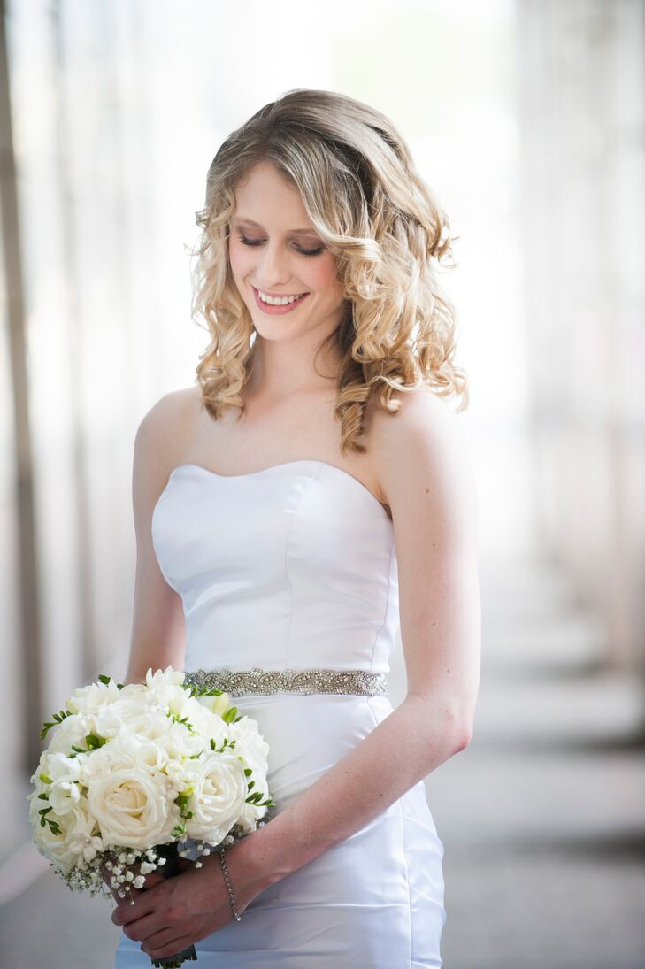 The bride carried roses, baby's breath and stephanotis.