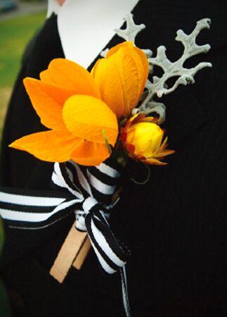 DIY clothespin wedding ideas: Anna Lee Co / TheKnot.com