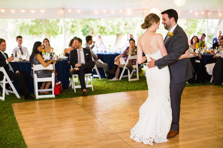 "Dan and Reagan had their first dance as husband and wife to ""Do It to Me"" by Lionel Richie. A DJ kept the dance floor packed the whole night."