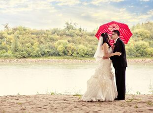 May Lin (30, an Accountant) and Antony Chiu (32, an Underwriter) decided to hold their wedding in their hometown of Edmonton so it would be easier for
