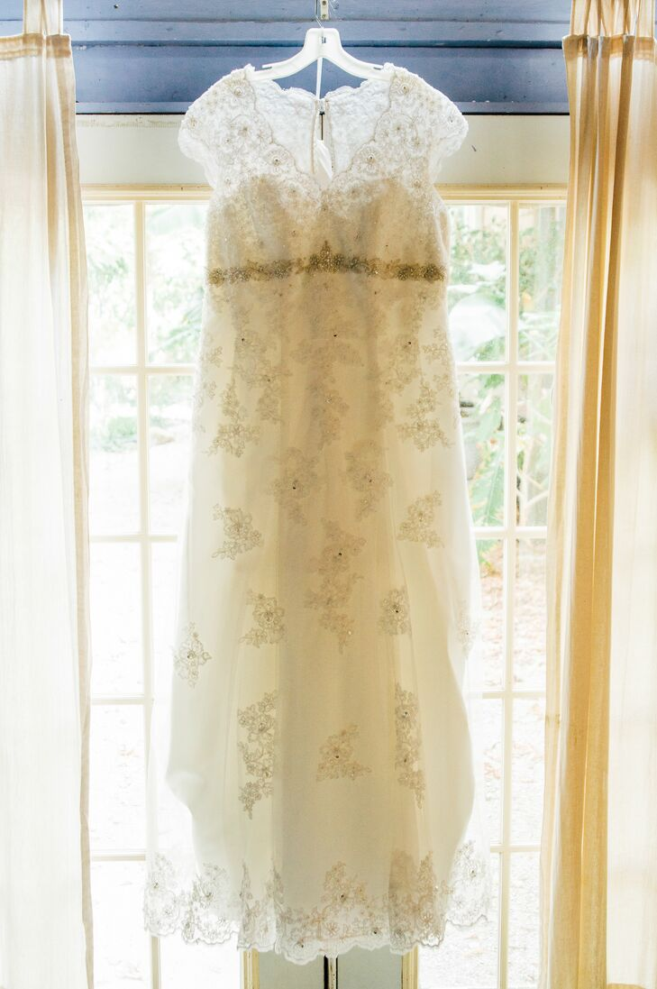Laura wore a lace wedding dress decorated with crystal beading.