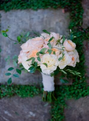 Vine-Accented Peach Garden Rose Bouquet