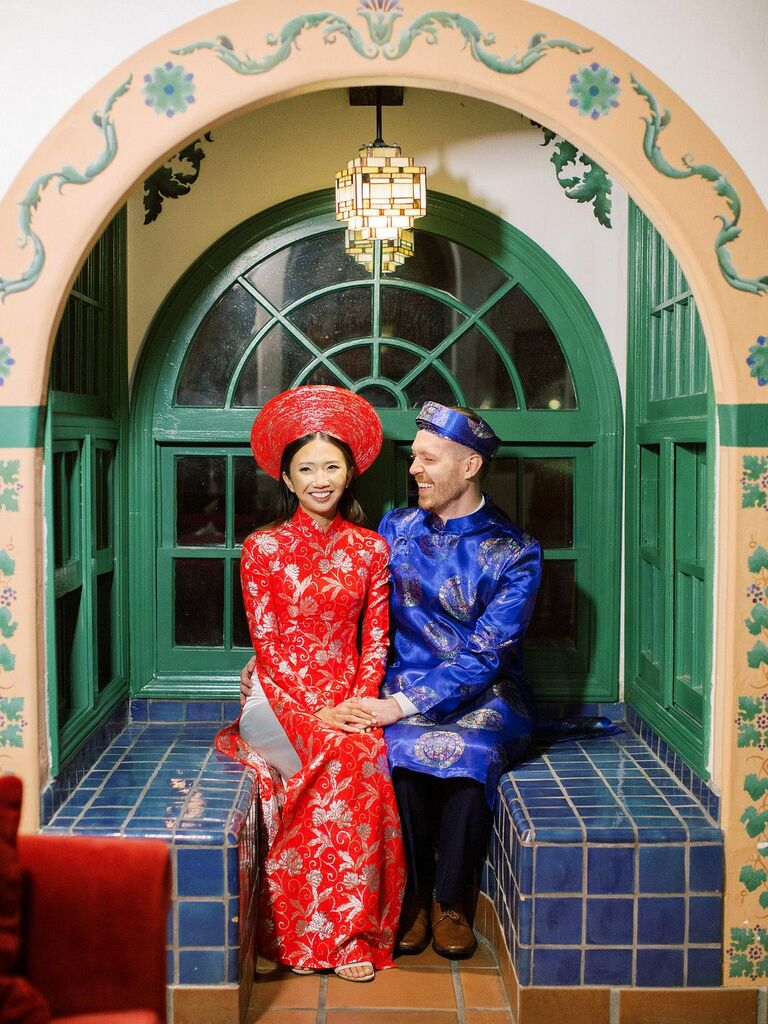Couple wearing traditional Vietnamese ao dai outfits.