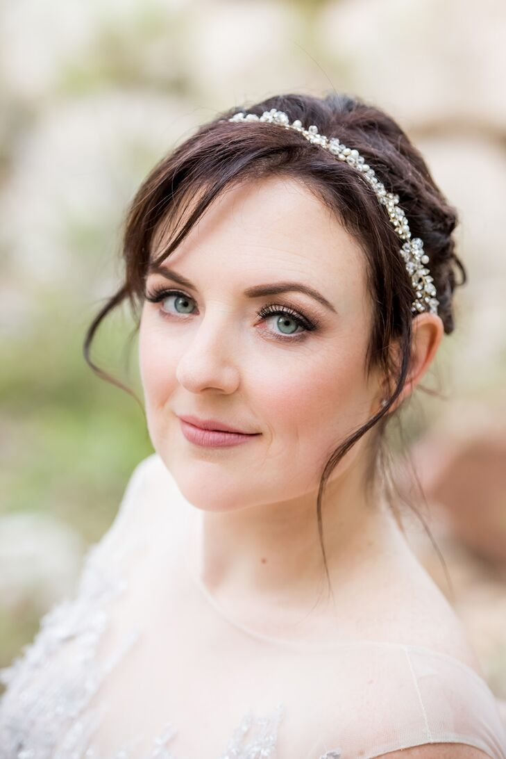 For a timeless, romantic look, Anna accessorized with a vintage-style gem-studded headband.