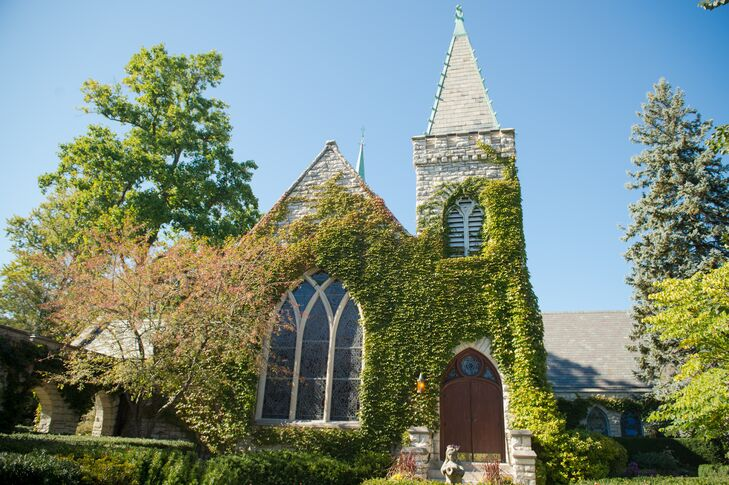 The Kenilworth Union Church is both a historical and picturesque landmark in Illinois. The ivy-covered stone walls and breath-taking windows were the perfect backdrop for a fall wedding.