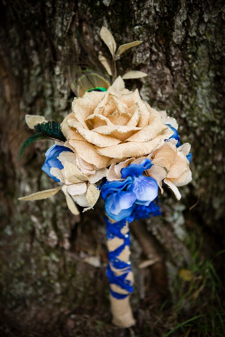 Alison and her bridesmaids created bouquets and boutonnieres using burlap and blue ribbon.