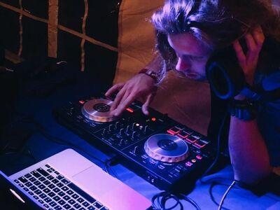 SoundsBright DJ & Lighting Events