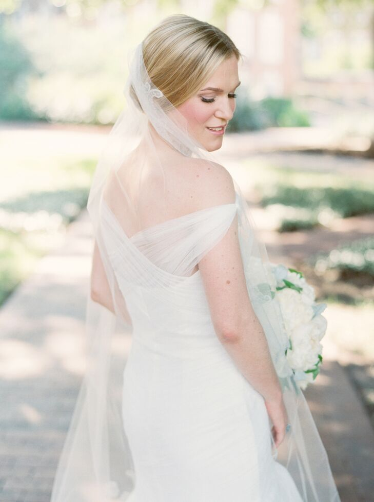 Aimee's dress was a Monique Lhuillier Spanish tulle gown with a drop-waist and trumpet silhouette.