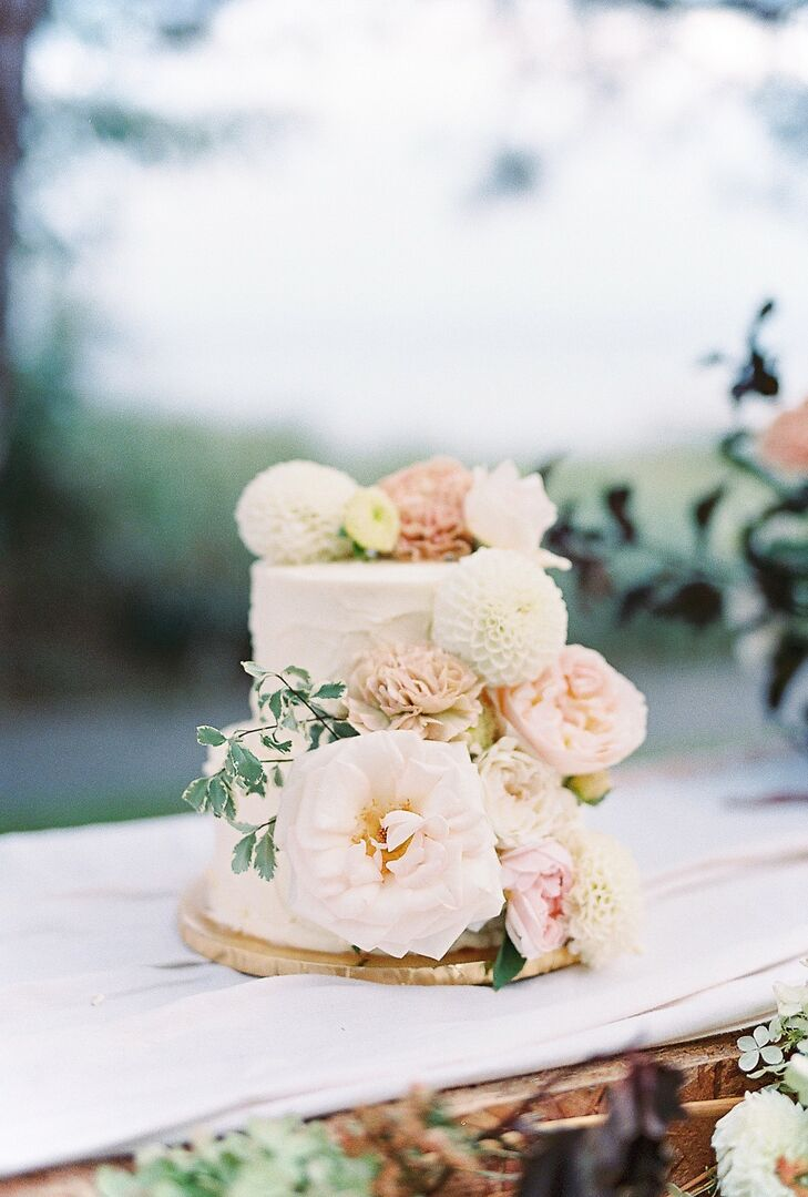 Round Bohemian Wedding Cake with Romantic Flowers