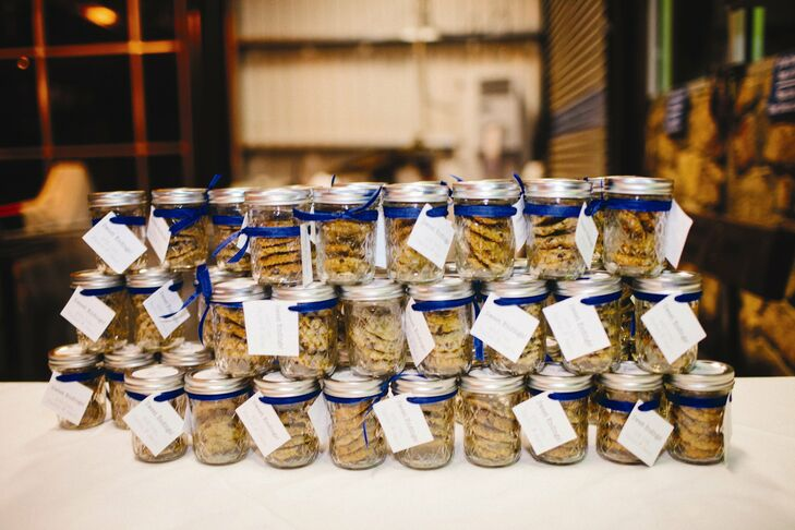 At the end of the night, the guests were sent how with a mason jar of cookies and a personal note from the couple.