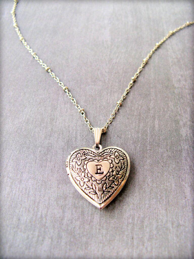 Vintage locket bridesmaid gift