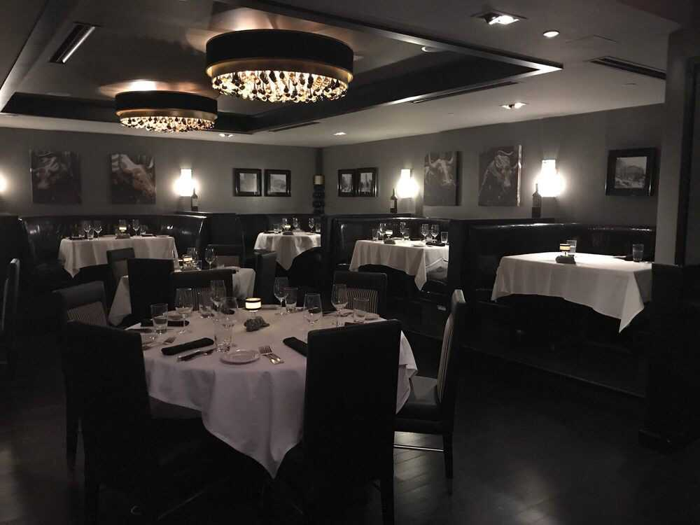 Tables at Morton's Steakhouse