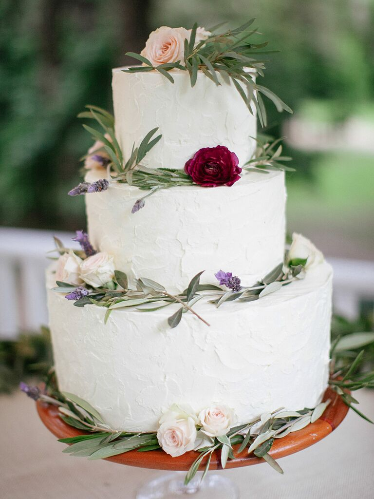 Rustic wedding cake ideas and inspiration white buttercream wedding cake with natiral rustic decor junglespirit Gallery