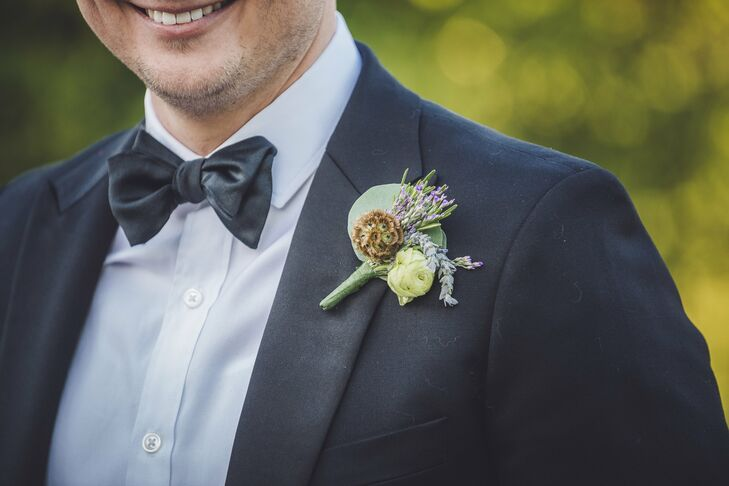 Casey wore a masculine boutonniere that contained a ranunculus bloom along with a scabiosa pod and sprigs of lavender.