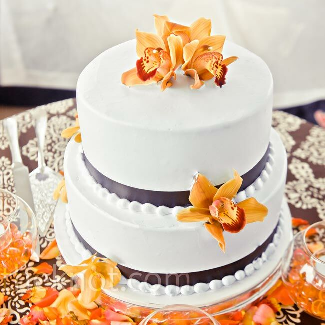 The mango-flavored bottom tier was Larissa's favorite part of the couple's simple buttercream cake.
