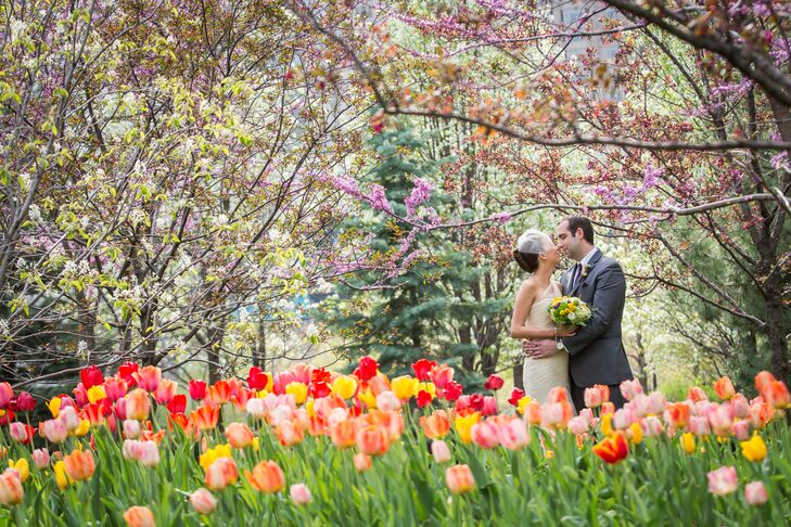 What happens when a modern Chicago venue is paired with bold floral details? A spring wedding that newlyweds Andrea Kitamura (31 and a consultant) and