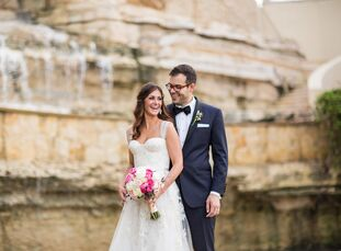Monica Libbey (33 and a banker) and Felipe Fernandes (33 and an engineer) met at a bar in Dallas, when Felipe approached Monica asking if she wanted t