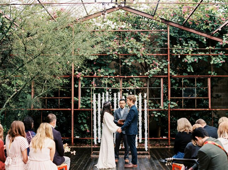 Although Hetta Hansen and Joel Edelblute are originally from Oregon, they dreamed of flying down to Los Angeles with their closest friends and family