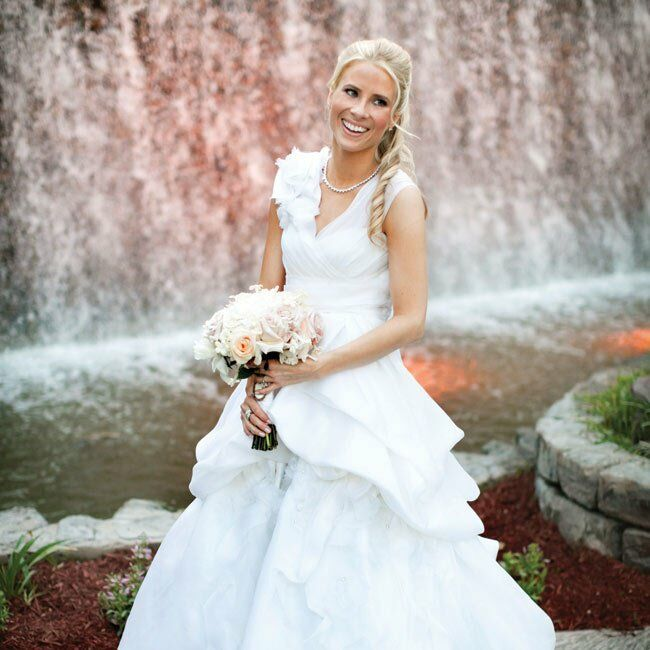 Amanda's artful yet light and flowy ball gown and Justin's crisp white linen suit exuded a relaxed style.