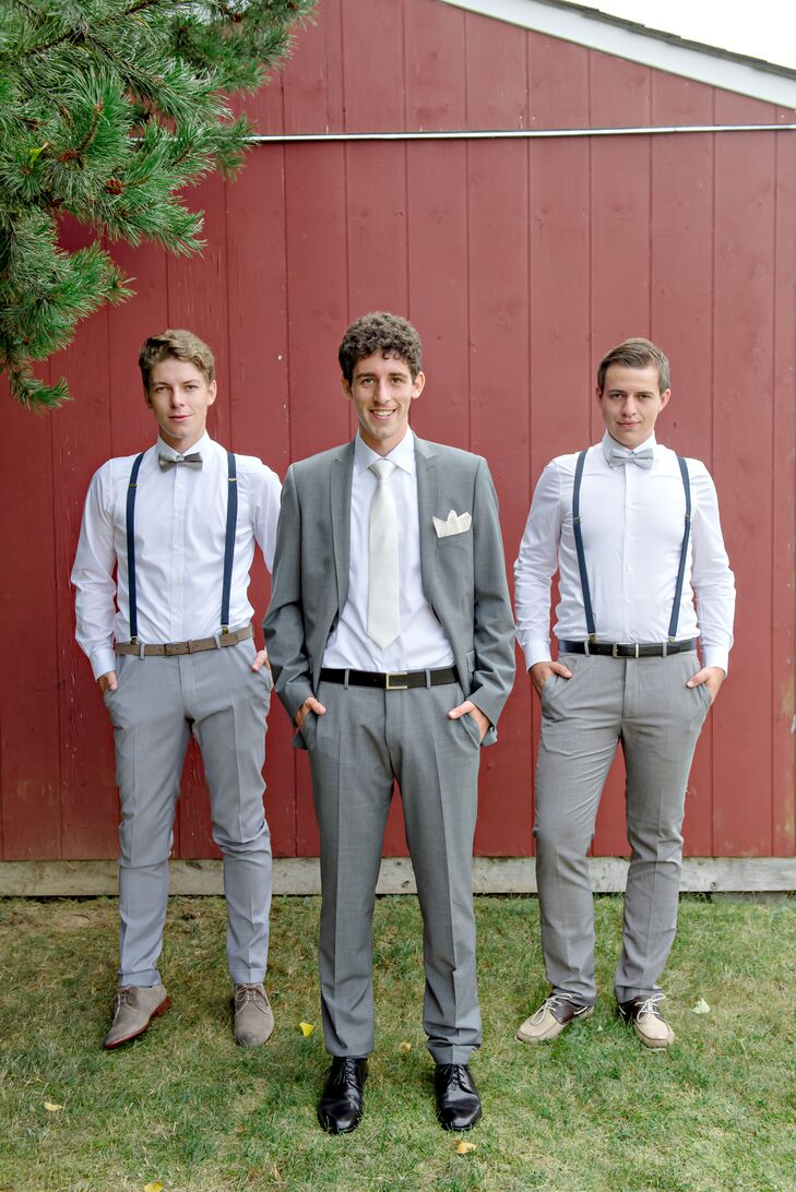While Jan went classic with his gray suit, he allowed his groomsmen to don a more casual style. Each one wore light gray trousers, white button-down shirts, navy suspenders and gray bow ties.