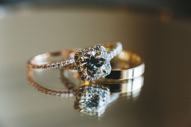 Jordan's wore a diamond engagement ring, and Jacob had a gold wedding band.