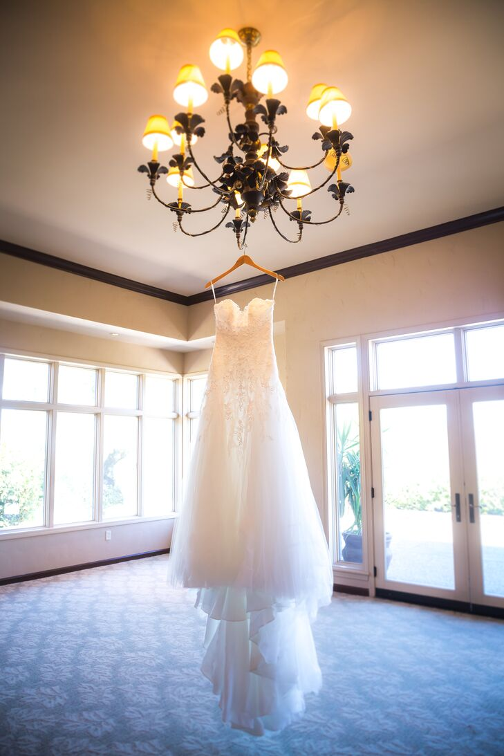 Marisa wore a strapless A-line ivory Pronovias dress with a sweetheart neckline. One of the reasons Marisa loved it was its lightweight feeling.