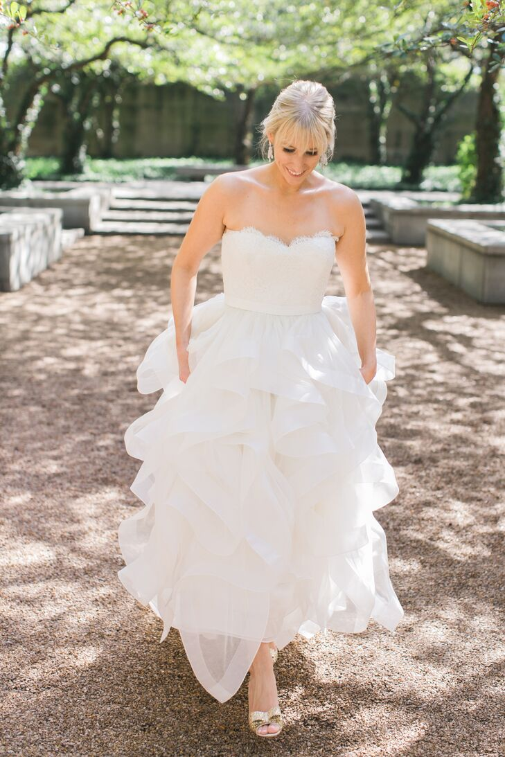 Jessica wore an ivory Reem Acra town. The bodice had pleated panels of lace and gossamer tulle cross draped with a sweetheart neckline. Ribbon trimmed ruffles cascaded down the skirt.