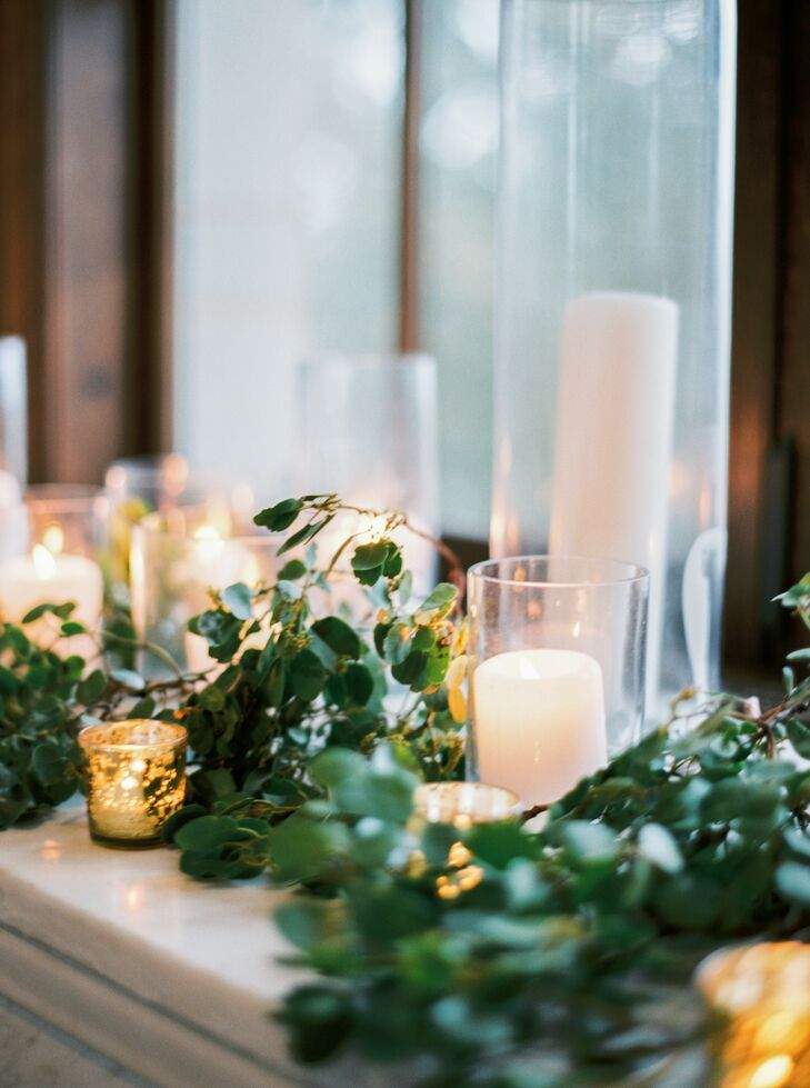 Windowsills were decorated with manzanita greenery and an array of pillar candles and votive candles.