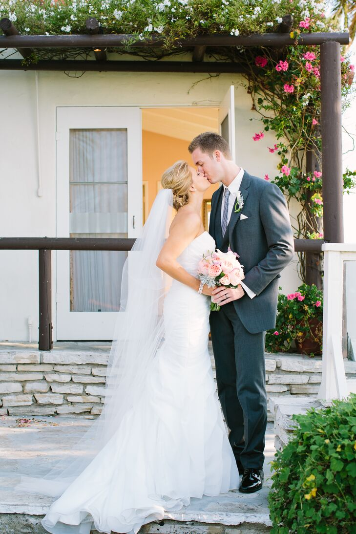 Outdoor Kissing Shot with Bouquet