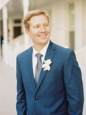 Relaxed Navy Groom's Suit