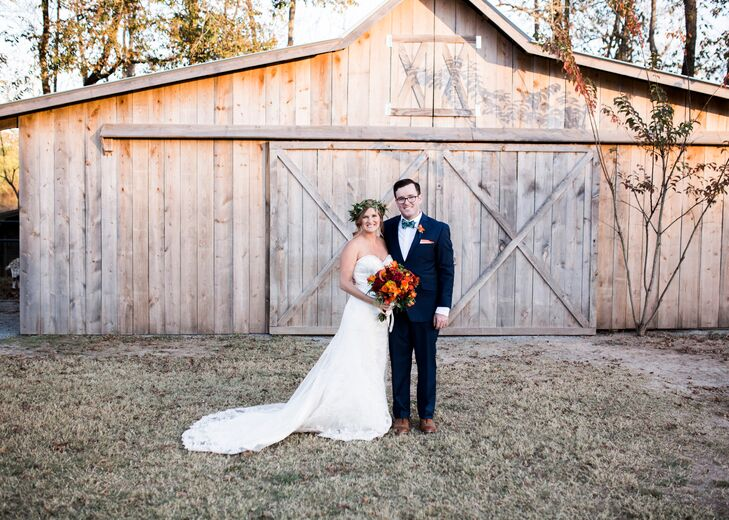Jogee Lenarduzzi (30 and an adjudicator) and Joey Detchemendy (29 and an auditor) had an autumn-themed wedding at BoBrook Farms in Roland, Arkansas. A