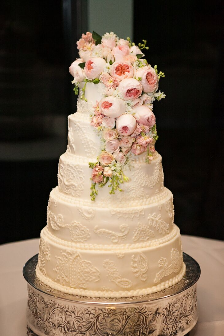 Cakes by Gwyndene created a five-tier confection with lace detailing to evoke the timeless theme. It had a cascade of peach David Austin garden roses to enhance the romance.