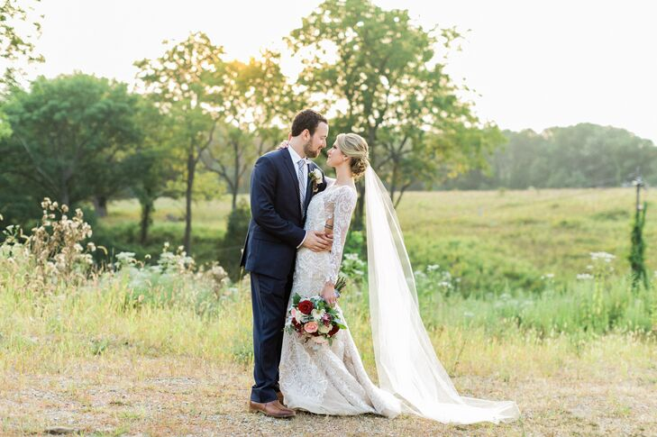 Karen Tallaksen (26 and a custom home builder) and Joseph (Joe) Negri (26 and a manager for the United States Golf Association) dressed their intimate