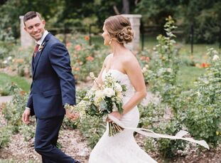 With a romantic yet rustic design in mind, Tennessee-based couple Katie James (29 and an affiliate broker) and Jeremy Branan (32 and a military office
