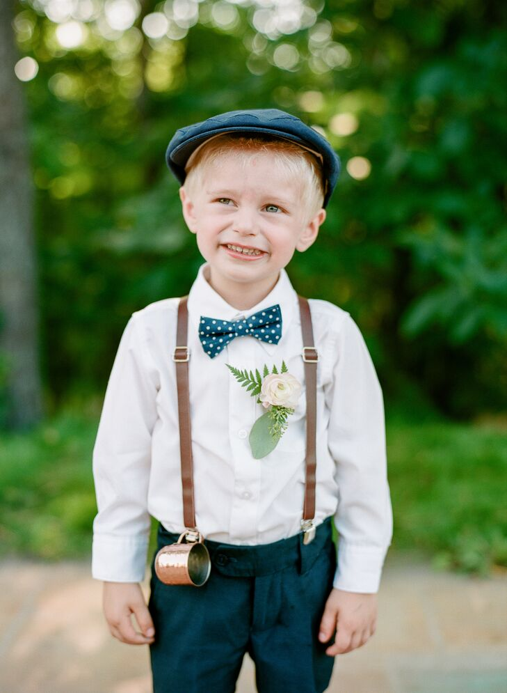 A newsboy hat, suspenders and a bow tie gave the ring bearer a vintage look.