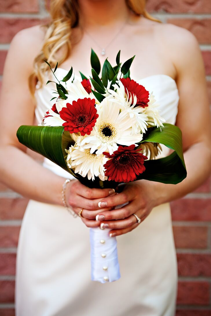 Jamie carried a simple, classic bouquet of red and white gerbera daisies.