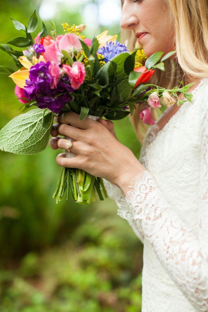 Elegant Oval-Cut Diamond Engagement Ring
