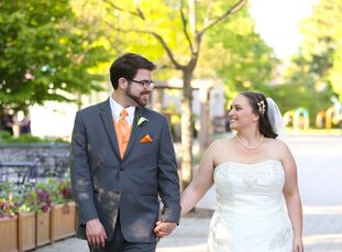 All that Alicia Paree (29 and a restaurant manager) and Ryan Paree (27 and a law grad) wanted was a nontraditional wedding, and since they shared a lo