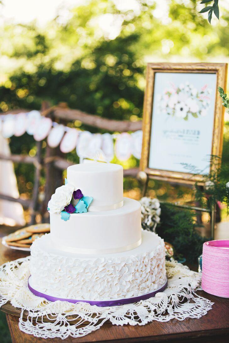 Traditional Ivory Wedding Cake, Cake Flowers