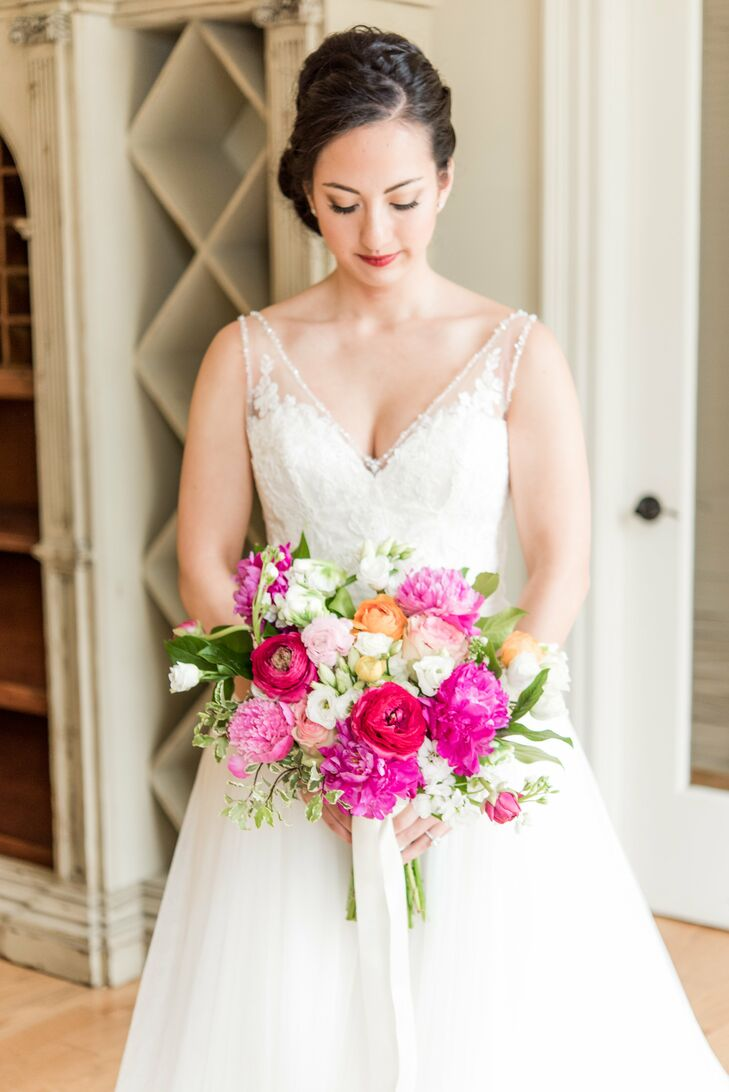 Jasmine's romantic and vibrant bouquet incorporated lush pink peonies.