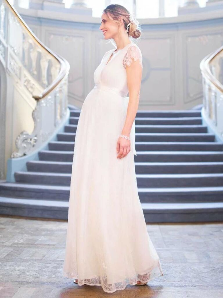 b5ad5b35c07 A Vintage-Inspired Maternity Wedding Dress