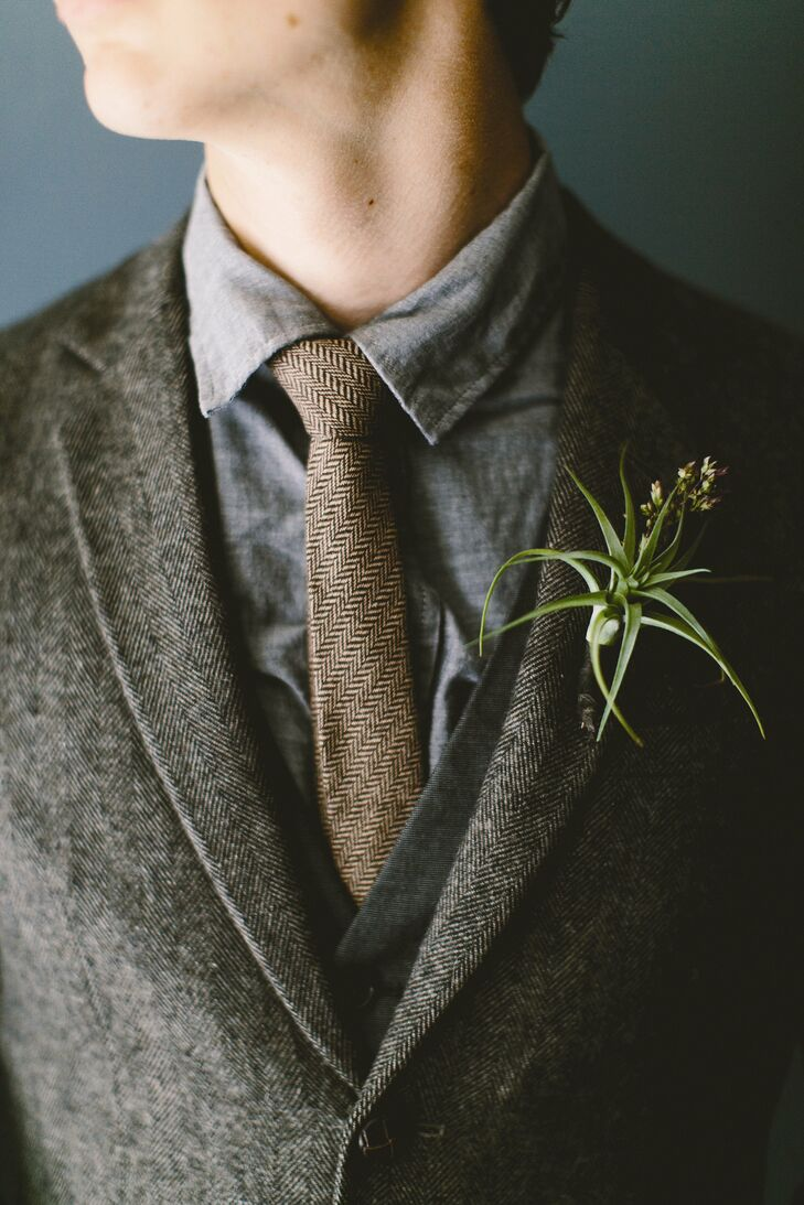 The boutonnieres were made up of airplants with small springs of heather.