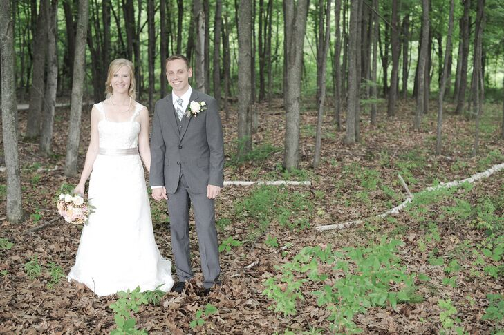 Amy Allen (27 and an elementary school teacher) and David Bachtell (32 and a systems engineer) had their soft summer wedding at Swan Valley Golf and B