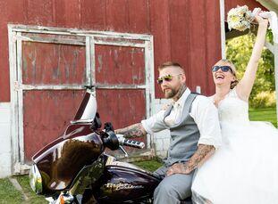 Megan Marsh (27, a registered nurse) and Clint Marsh (28, a tattoo artist) met through mutual friends and had their first date at an Italian restauran